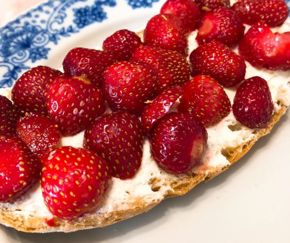 Strawberry Toast With Cream Cheese